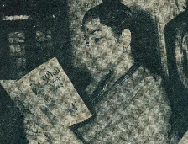 Geeta Dutt reading a magazine