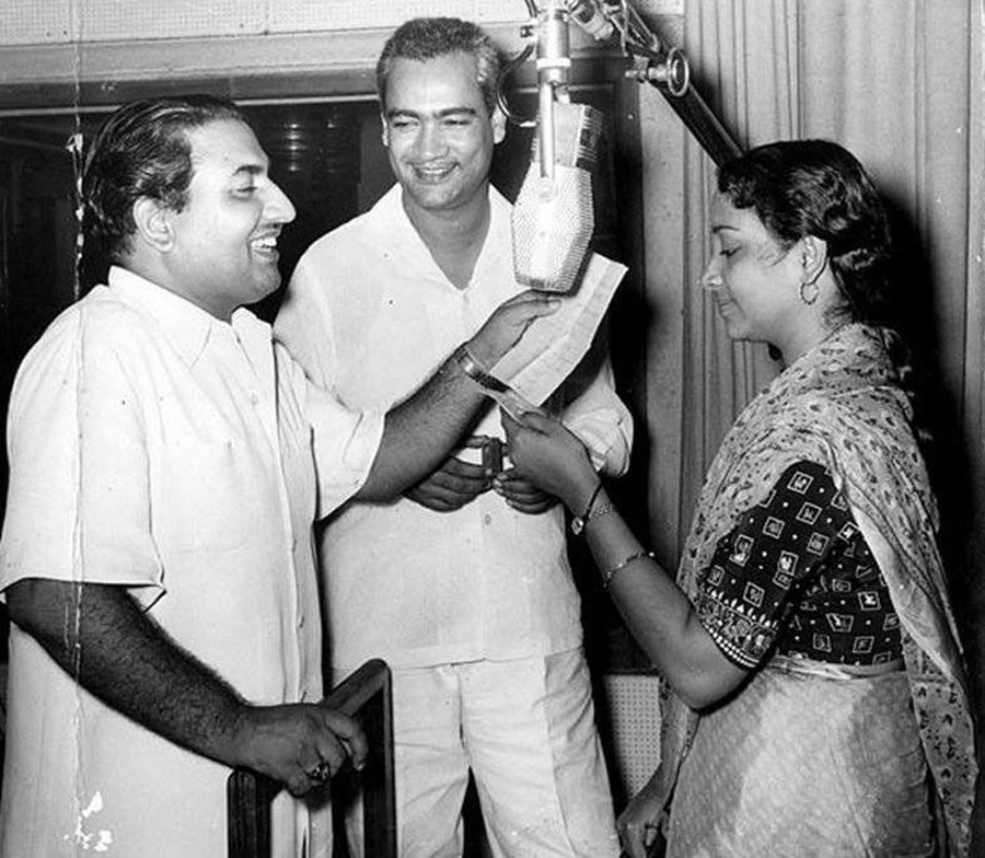 Mohd Rafi and O P Nayyar with Geeta ji (Original B&W Picture)